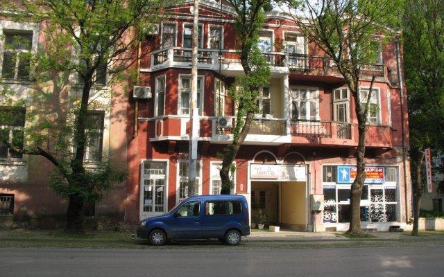 Отель Family Hotel Tangra Болгария, Видин - отзывы, цены и фото номеров - забронировать отель Family Hotel Tangra онлайн вид на фасад