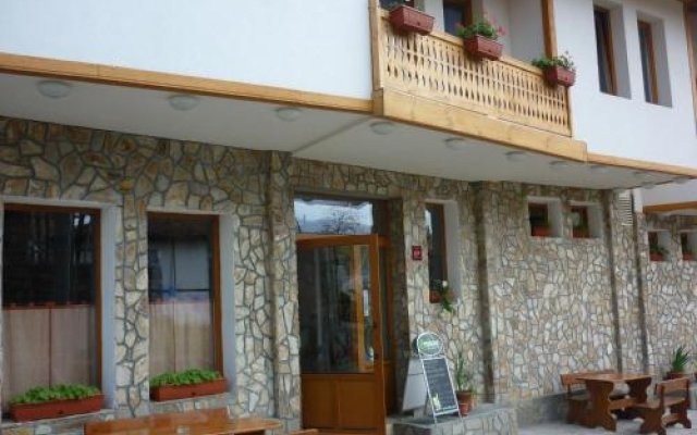 Family Hotel Djogolanova Kashta вид на фасад