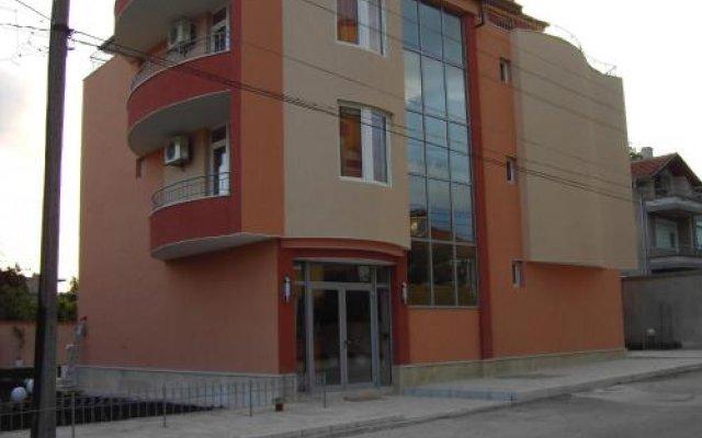 Отель Family Hotel Deja Vu Болгария, Равда - отзывы, цены и фото номеров - забронировать отель Family Hotel Deja Vu онлайн вид на фасад