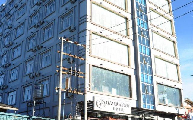 Two Elephants Hotel вид на фасад