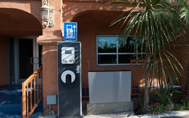 Отель Solaire Los Angeles США, Лос-Анджелес - 2 отзыва об отеле, цены и фото номеров - забронировать отель Solaire Los Angeles онлайн вид на фасад