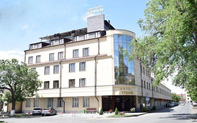 Отель Арцах вид на фасад