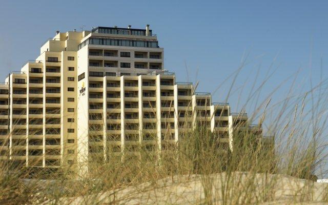 Отель Yellow Praia Monte Gordo вид на фасад