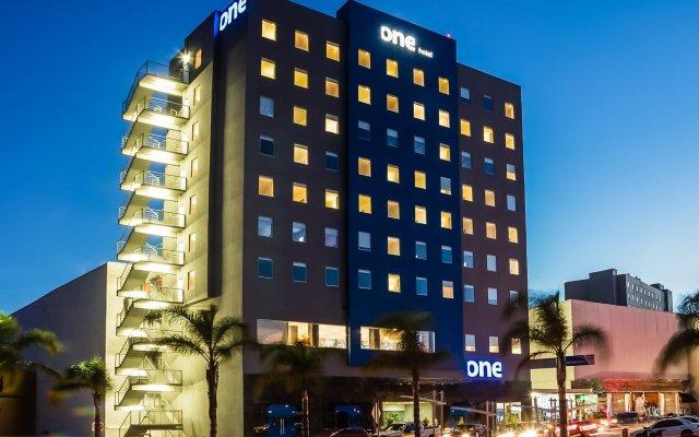 Отель One Durango вид на фасад