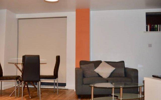 Апартаменты Cosy 1 Bedroom Apartment in Manchester City Centre комната для гостей