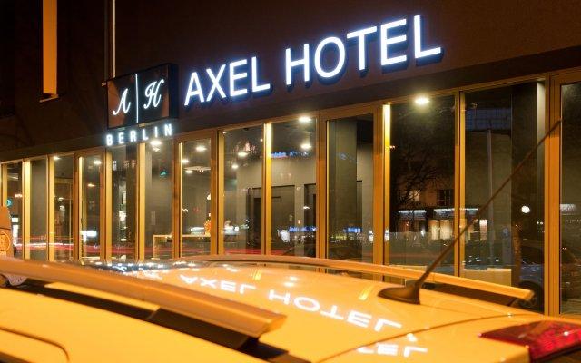 Отель Axel Hotel Berlin Германия, Берлин - 7 отзывов об отеле, цены и фото номеров - забронировать отель Axel Hotel Berlin онлайн вид на фасад