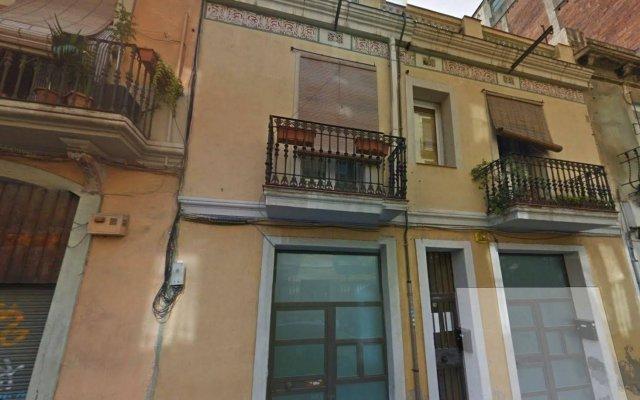 Отель Aptos Alcam Alio Барселона вид на фасад