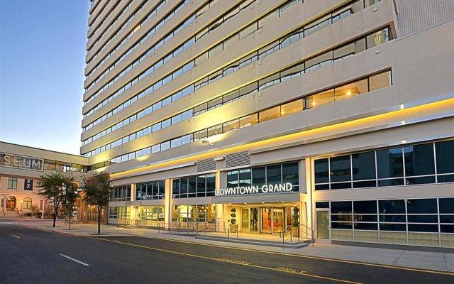 Отель Downtown Grand Las Vegas США, Лас-Вегас - отзывы, цены и фото номеров - забронировать отель Downtown Grand Las Vegas онлайн вид на фасад