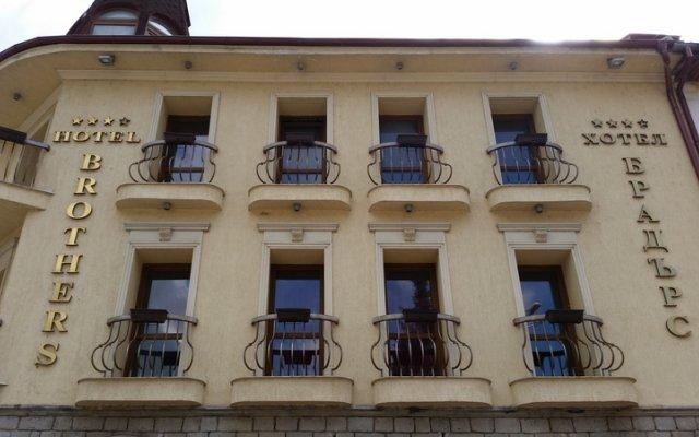 Отель Brothers Чепеларе вид на фасад
