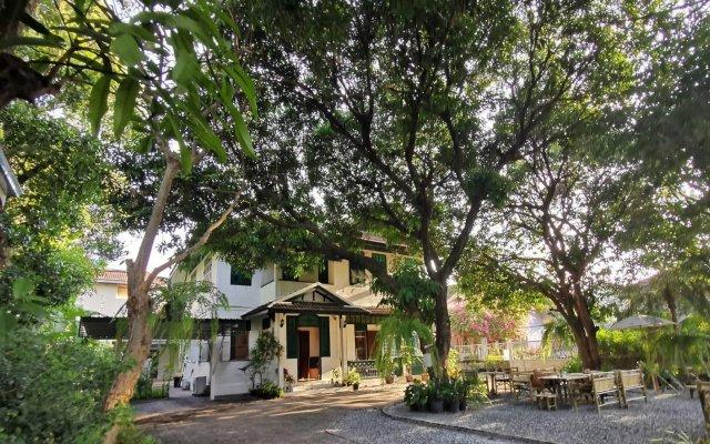 Отель 24 Samsen Heritage House Бангкок вид на фасад
