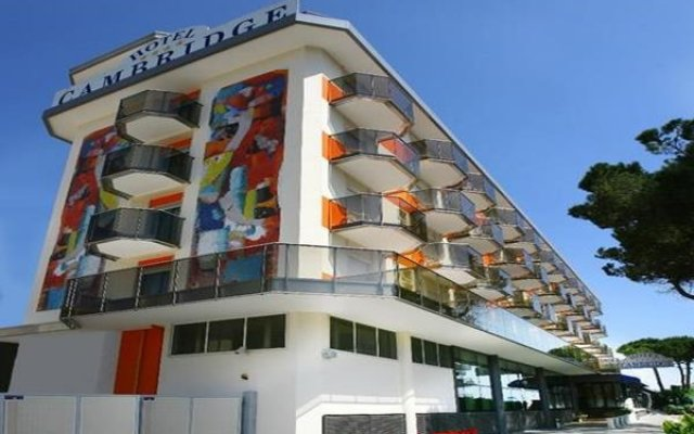 Hotel Cambridge вид на фасад