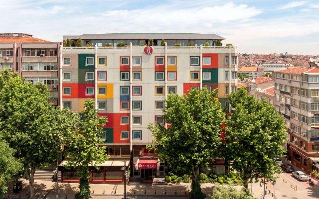 Отель Ramada Istanbul Old City вид на фасад