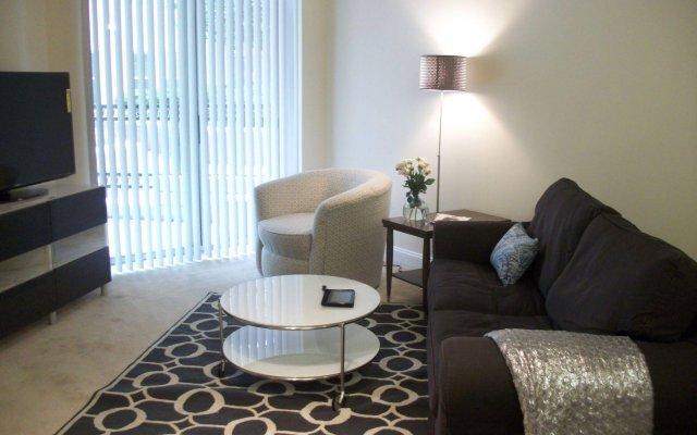 Отель Executive Suites Plus комната для гостей