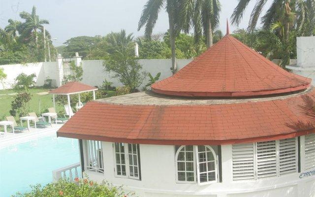 Отель Executive Mammee Bay Hotel Ямайка, Очо-Риос - отзывы, цены и фото номеров - забронировать отель Executive Mammee Bay Hotel онлайн вид на фасад