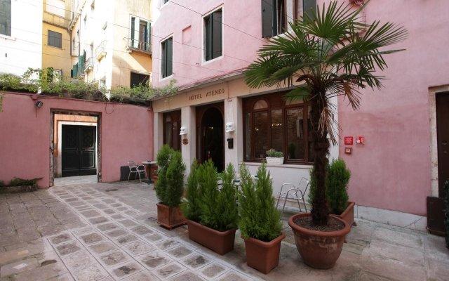 Hotel Ateneo вид на фасад