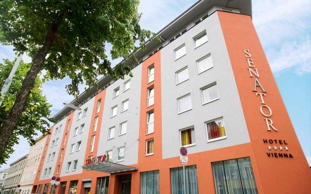 Hotel Senator вид на фасад