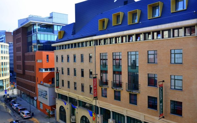 Sleep Well Youth Hostel вид на фасад