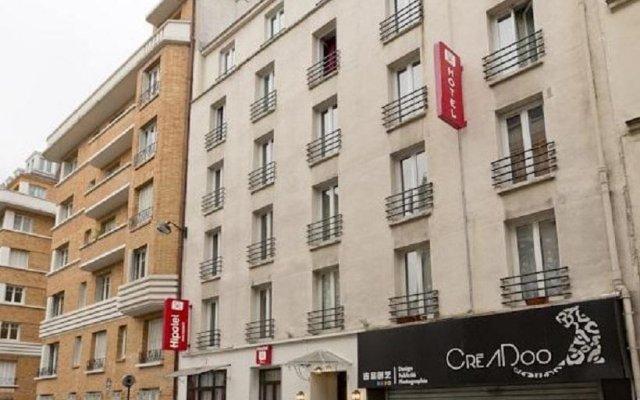 Отель Hipotel Paris Pere-Lachaise Republique вид на фасад