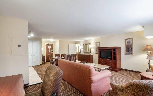Отель Arlington Court Suites Hotel США, Арлингтон - отзывы, цены и фото номеров - забронировать отель Arlington Court Suites Hotel онлайн комната для гостей