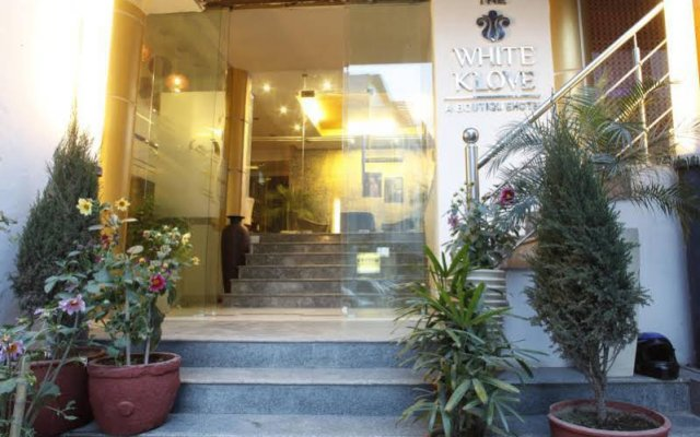 Отель The White Klove Индия, Нью-Дели - 2 отзыва об отеле, цены и фото номеров - забронировать отель The White Klove онлайн вид на фасад