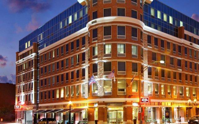Отель Hampton Inn And Suites Columbus Downtown Колумбус вид на фасад