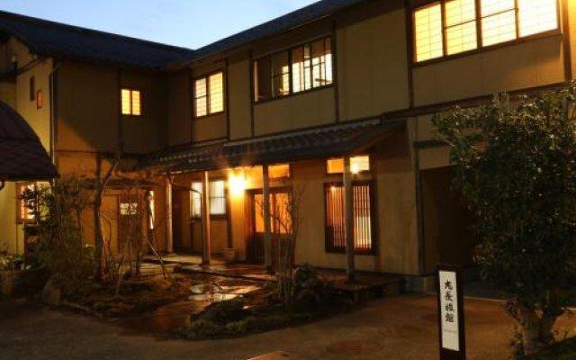 Отель Marucho Ryokan Минамиогуни вид на фасад