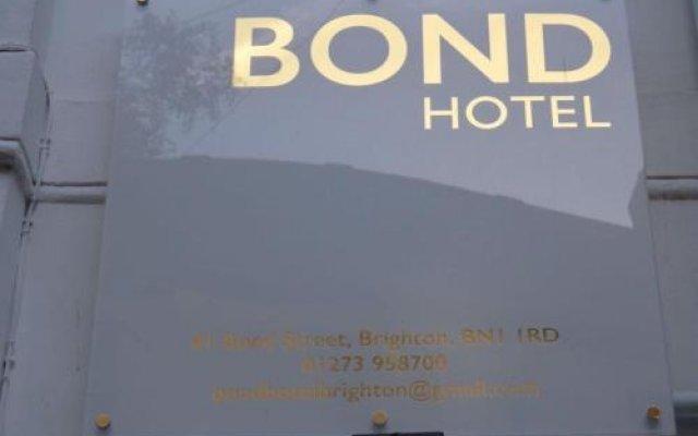 Bond Hotel вид на фасад