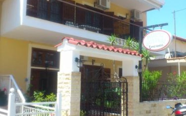 Отель House Mistral Ситония вид на фасад