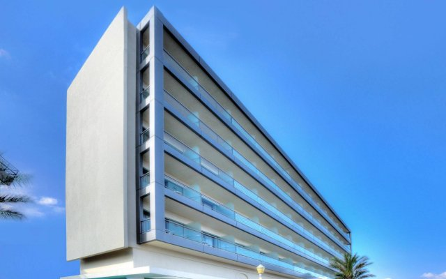 Mediterranean Hotel вид на фасад