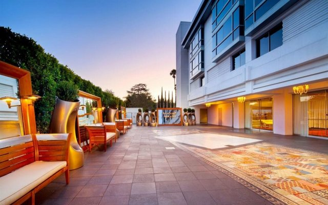 SLS Hotel, a Luxury Collection Hotel, Beverly Hills вид на фасад