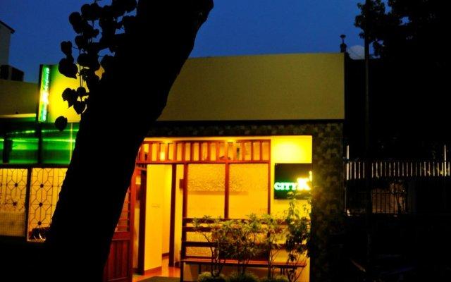 Отель City King Tourist Home Мале вид на фасад