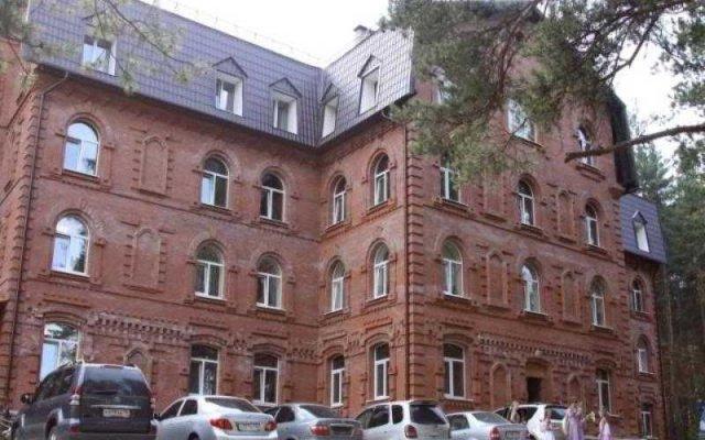 Гостиница Лесная Поляна вид на фасад