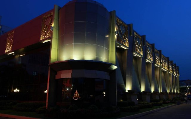 Holiday Palace Resort & Casino