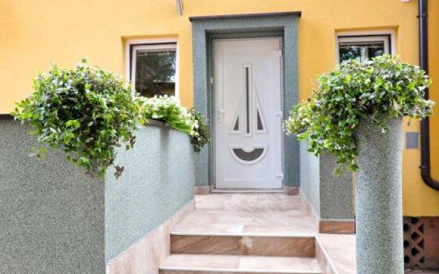 Отель Guest House Flow Сербия, Нови Сад - отзывы, цены и фото номеров - забронировать отель Guest House Flow онлайн вид на фасад