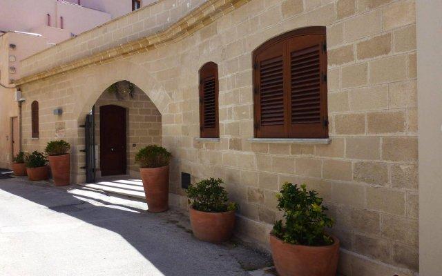 Отель Il Portico Италия, Эгадские острова - отзывы, цены и фото номеров - забронировать отель Il Portico онлайн вид на фасад