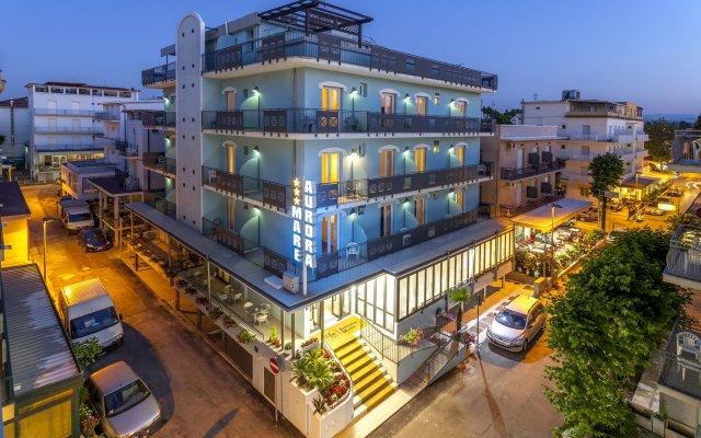 Hotel Aurora Mare Римини вид на фасад