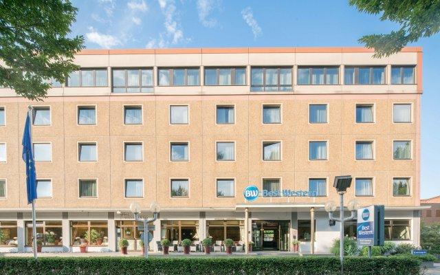 Best Western Hotel Hamburg International вид на фасад