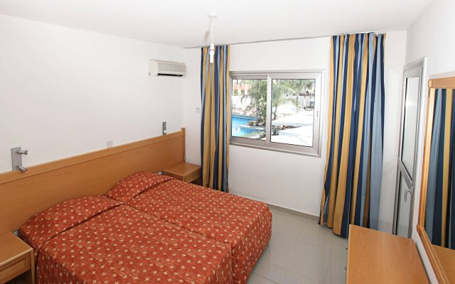 Отель Tsokkos Holiday Hotel Apartments Кипр, Айя-Напа - 1 отзыв об отеле, цены и фото номеров - забронировать отель Tsokkos Holiday Hotel Apartments онлайн комната для гостей