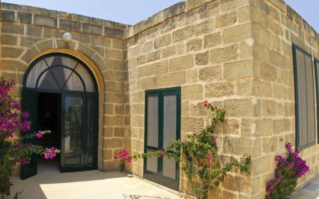 Отель Gozo Farmhouses - Gozo Village Holidays Мальта, Виктория - отзывы, цены и фото номеров - забронировать отель Gozo Farmhouses - Gozo Village Holidays онлайн вид на фасад