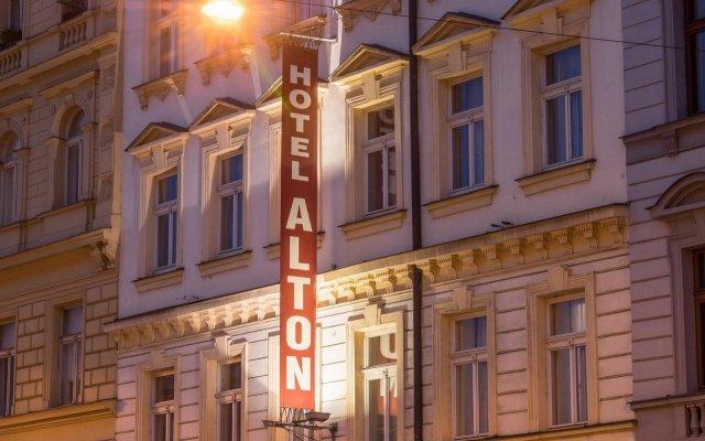 Отель Alton Hotel Чехия, Прага - 12 отзывов об отеле, цены и фото номеров - забронировать отель Alton Hotel онлайн вид на фасад