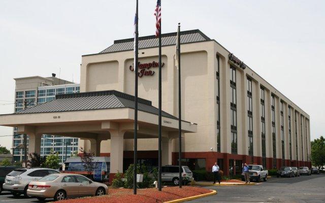 Отель Hampton Inn Newark Airport США, Элизабет - отзывы, цены и фото номеров - забронировать отель Hampton Inn Newark Airport онлайн вид на фасад
