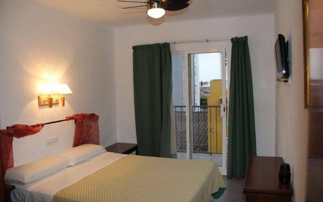 Отель Hostal Isabel Испания, Бланес - отзывы, цены и фото номеров - забронировать отель Hostal Isabel онлайн комната для гостей