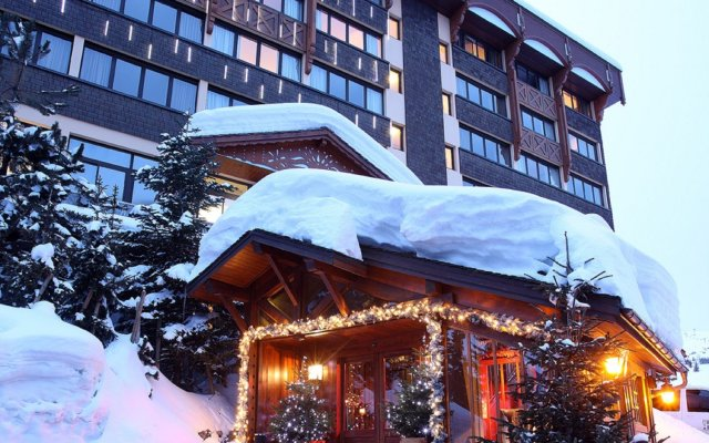 Отель Alpes Hôtel du Pralong вид на фасад