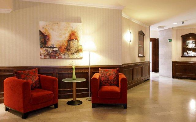 Отель NH Gent Sint Pieters Бельгия, Гент - 1 отзыв об отеле, цены и фото номеров - забронировать отель NH Gent Sint Pieters онлайн интерьер отеля