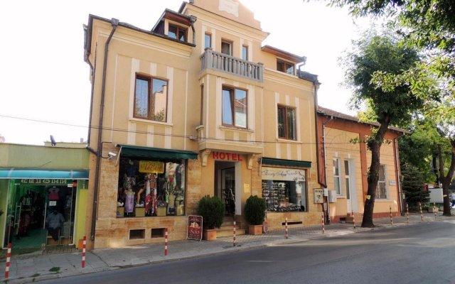 Отель Guest House Solo Болгария, Шумен - отзывы, цены и фото номеров - забронировать отель Guest House Solo онлайн вид на фасад
