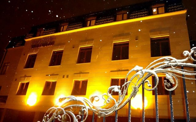 Park Avenue Hotel Ереван вид на фасад