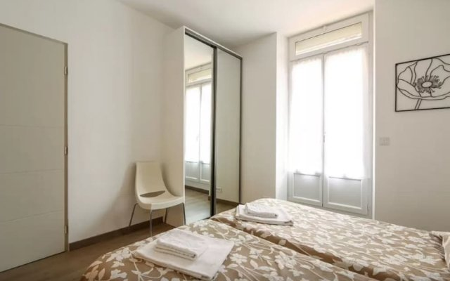 Sunny and Modern 1 Bedroom with Balcony2 0
