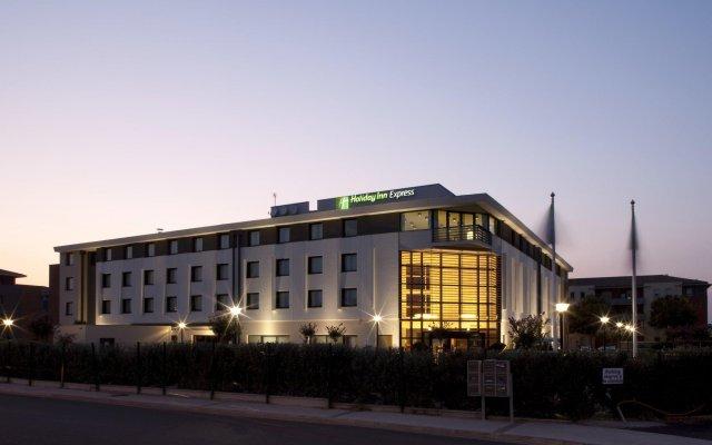 Отель Holiday Inn Express Toulouse Airport Франция, Бланьяк - отзывы, цены и фото номеров - забронировать отель Holiday Inn Express Toulouse Airport онлайн вид на фасад