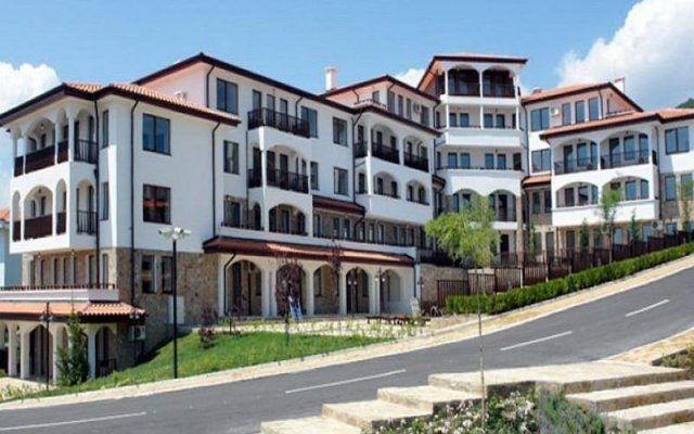 Гостиничный комплекс Камбани / Колокол Свети Влас вид на фасад