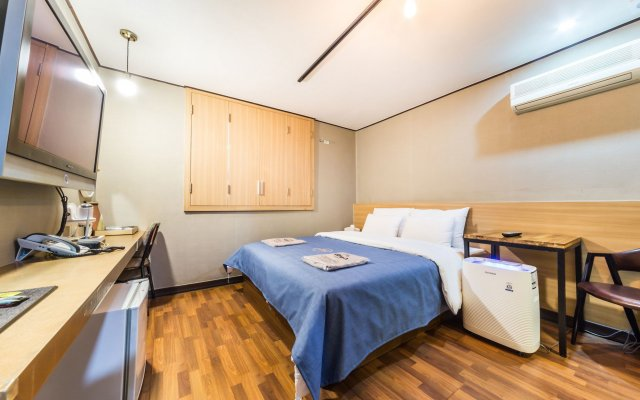 Sohsul Hotel in Chuncheon, South Korea from 48$, photos, reviews - zenhotels.com guestroom